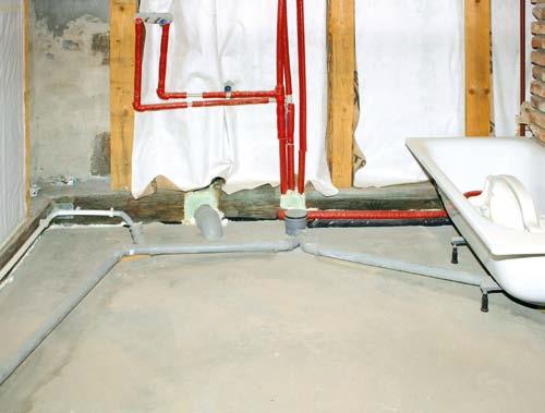 Jak doprowadzić rury kanalizacyjne do urządzeń sanitarnych w łazience?