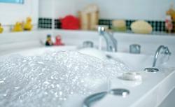 Urządzenia grzewcze, które obniżą koszt podgrzania wody dla wieloosobowej rodziny