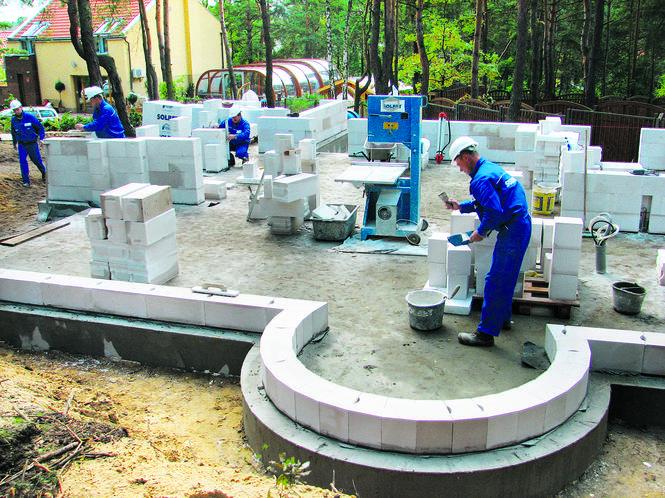 Ściana łukowa z bloczków z betonu komórkowego