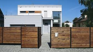 Nowoczesne ogrodzenia do nowoczesnych domów. Poznaj współczesne trendy w dziedzinie ogrodzeń z drewna i metalu