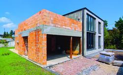 Pomysły na rozbudowę domu. Kiedy możliwa jest nadbudowa domu, a kiedy jego powiększenie