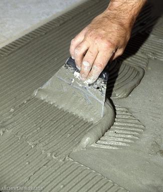 Nowa podłoga na starej. Jak układać płytki na posadzce drewnianej i płytach OSB?