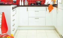 Łączenie podłóg w kuchni po wyburzeniu ściany. Jak to zrobić?