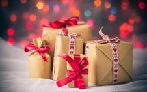 Jak efektownie zapakować prezent pod choinkę?