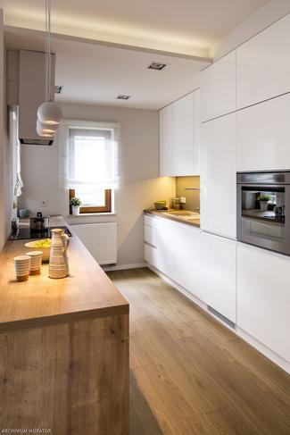 Wąska kuchnia: jasno i prosto