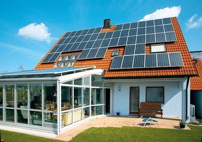 Niezależna elektrownia słoneczna czy połączona z siecią elektroenergetyczną?
