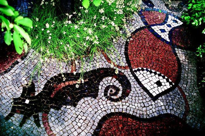 Mozaika kamienna w ogrodzie
