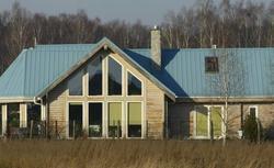 Jaka blacha na dach? Blacha aluminiowa, blacha tytanowo-cynkowa, czy blacha stalowa?