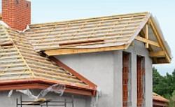 Izolacja dachu: kolejne etapy prawidłowego montażu folii dachowej