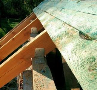 Montaż pokrycia dachowego: sztywne poszycie pod blachę płaską